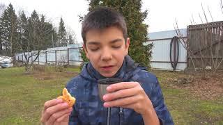 Грабитель украл все колёса у полицейской машинки Малыш на грузовике помог полицейскому
