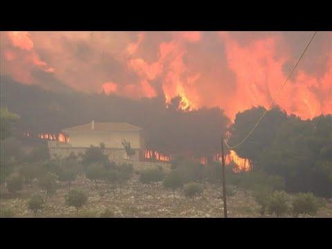 Yunanistan'ın Zakintos Adası'ndaki orman yangını rüzgarla güçlendi