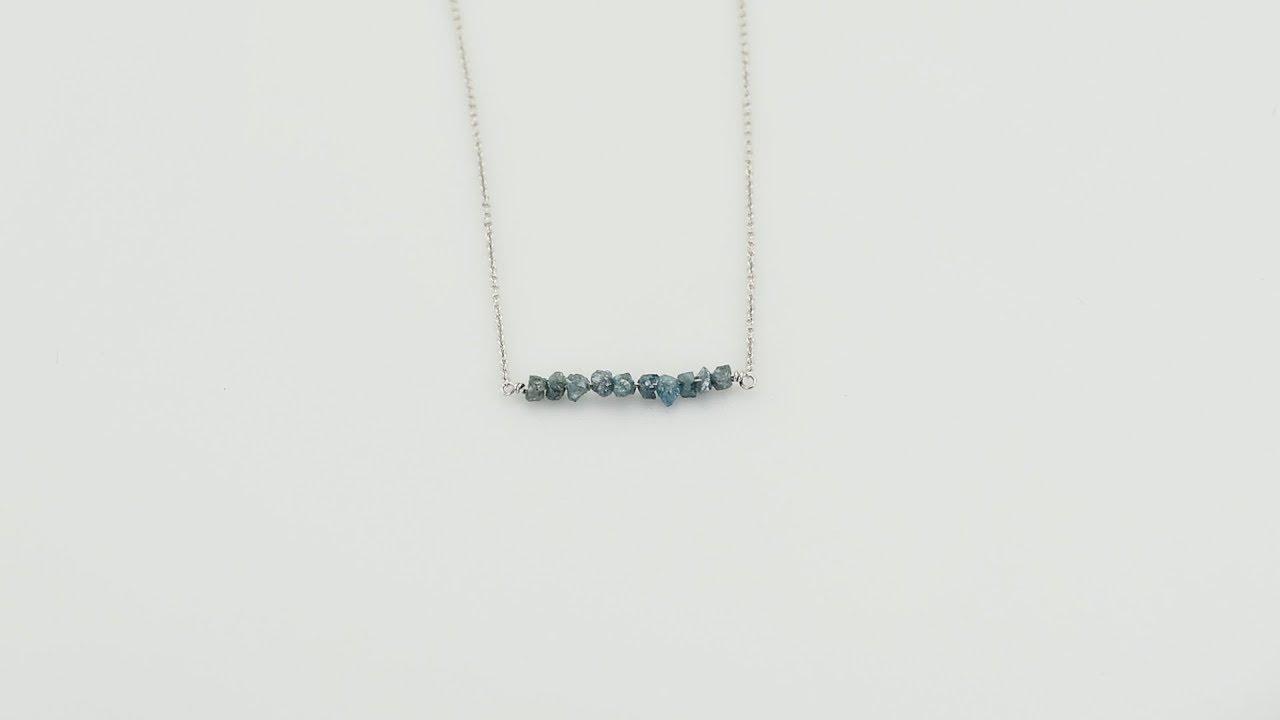 c0f42a2c7 Zlatý choker s modrými surovými diamanty Inaku - YouTube