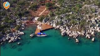 Большой двухэтажный каменный дом на острове с видом на залив в Демре