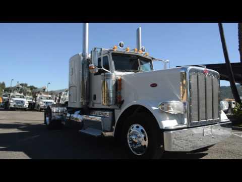 2013 Peterbilt 389 2 Axle Flat Top Sleeper / Charter Trucks - u10674