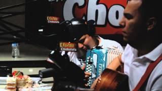"Remmy Valenzuela interpreta ""Se va muriendo mi alma"" en El Show de Erazno y La Chokolata"