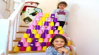 Masal Renkli Bardaklarla Merdivene Piramit yaptı! Colored Cups and Öykü Pyramid Children's Video