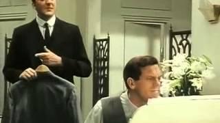 "Хью Лори исполняет песню ""Puttin' on the Ritz""  в сериале Jeeves and Wooster"