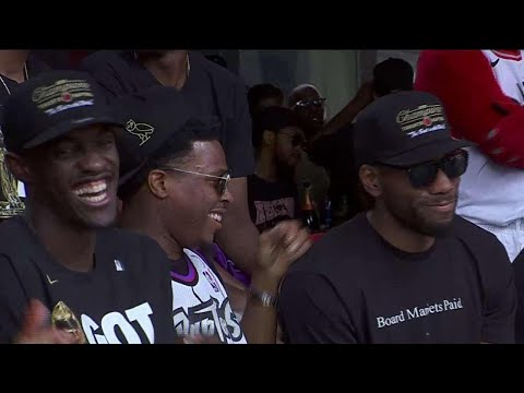 Crowd cheers NBA champs at Nathan Phillips Square