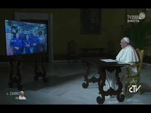 Papa Francesco dialoga con l'equipaggio della Stazione spaziale internazionale