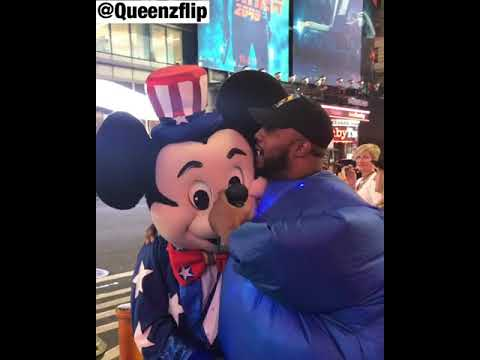 QUEENZFLIP - LOSES HIS MIND WHEN HE MEETS MICKEY MOUSE