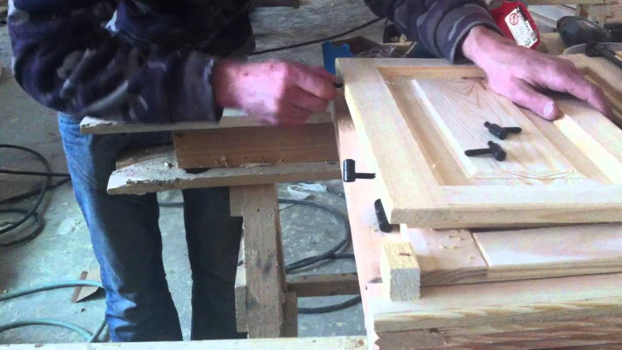 Como se embisagra una ventana de madera canora youtube for Como hacer una puerta de madera para exterior