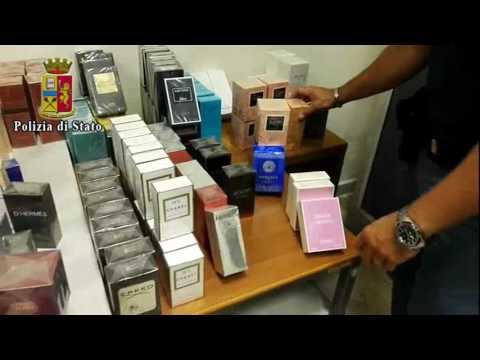 Napoli, profumi contraffatti: sequestrate 233 confezioni