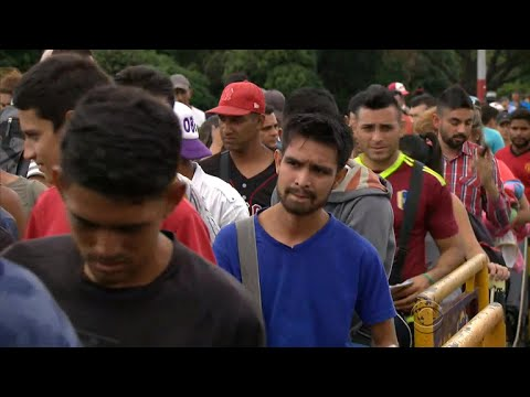 Venezuelans cross Colombia border in search of new life