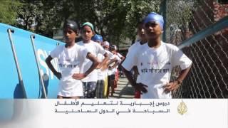 دروس إجبارية لتعليم الأطفال السباحة ببنغلاديش