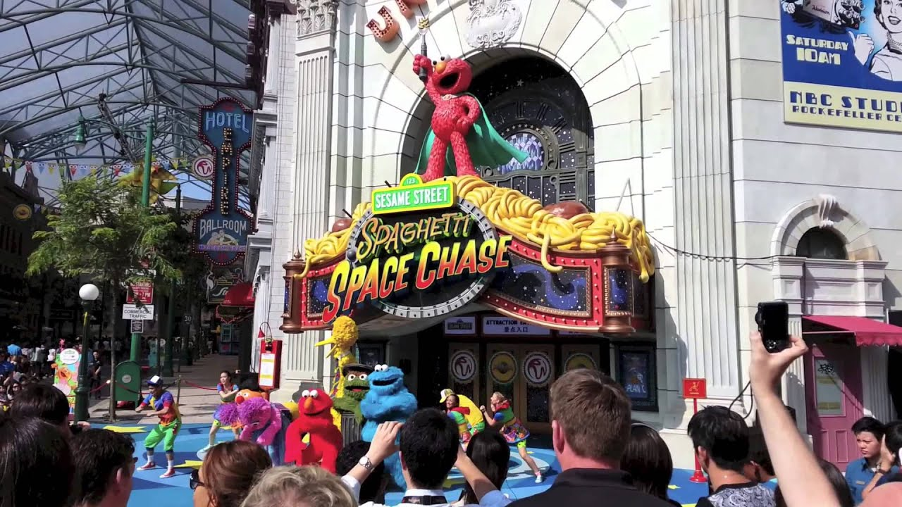 Sesame Street Spaghetti Space Chase opening Universal ...Universal Studios Singapore Sesame Street Spaghetti Space Chase