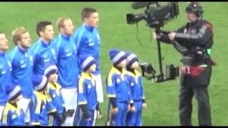 Выход сборных Украины и Финляндии с детьми
