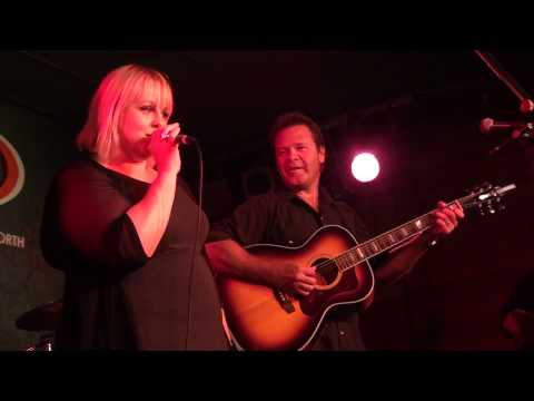 Lyn Bowtell & Troy Cassar Daley - Walkin' After Midnight