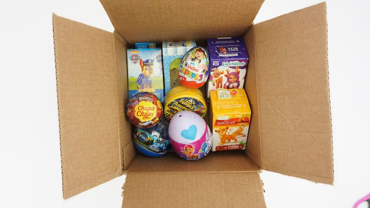 Целая коробка игрушек и сюрпризов