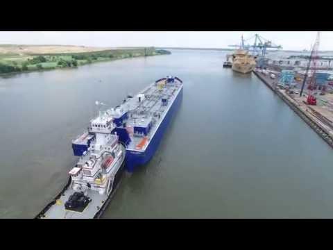 Gulf Venture / Gulf Carrier getting underway