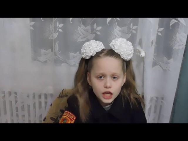 Изображение предпросмотра прочтения – СофьяСтрахова читает произведение «Мартышка и очки» И.А.Крылова