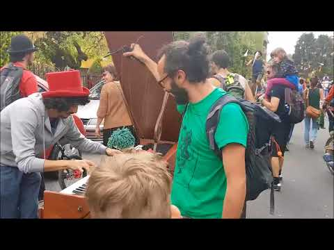 Imbersago, la parata dei giocolieri