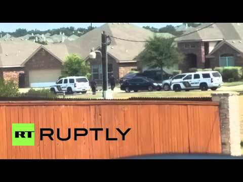 USA: Police shoot and kill man with raised arms