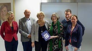 Burgemeester Salet neemt boek 'Spijkenis waar ben je gebleven' in ontvangst / Spijkenisse 2017