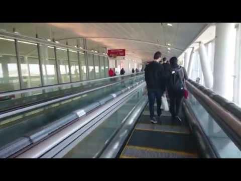 [4K] World fastest moving walkway, ThyssenKrupp Express at Toronto Pearson