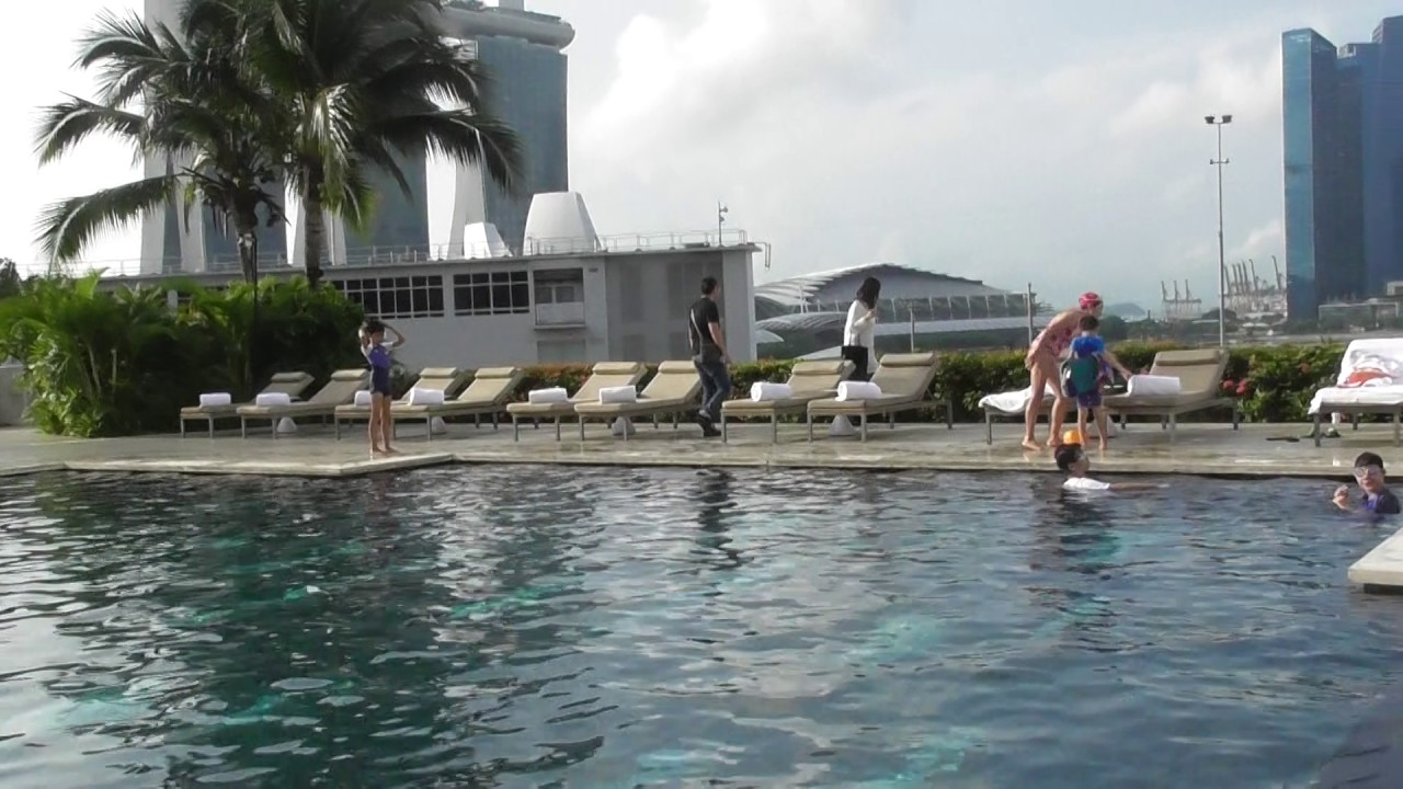 Swimming pool at the mandarin oriental hotel singapore - Marina mandarin singapore swimming pool ...
