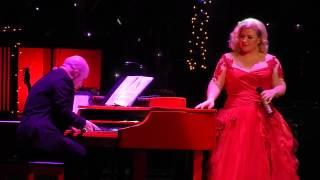Kelly Clarkson - White Christmas   Nashville Dec 20 2014