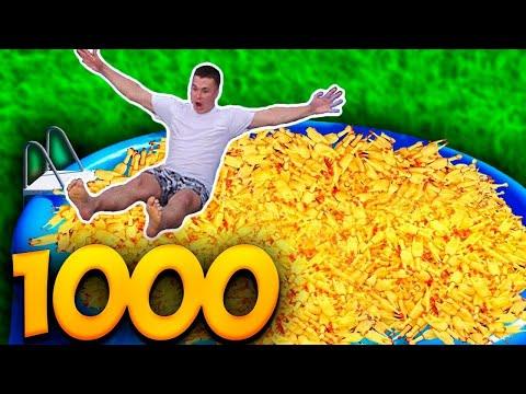 1000 КРИЧАЩИХ КУРИЦ в БАССЕЙНЕ ..?!