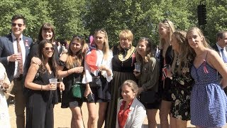 Nasjonaldagen i London: - 17. mai er bunad, hijab og det er lov å spise burger