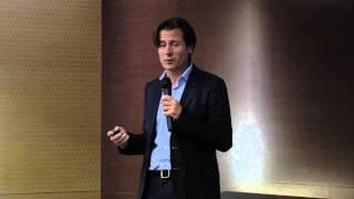 Los retos de dirigir personas en un mundo en red | Santi García | TEDxGranVía