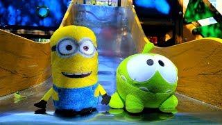 АМ НЯМ. Видео для детей про #игрушки. #АмНям и Миньон на детской площадке. Игры и игрушки для детей