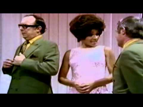 Shirley Bassey - Diamonds Are Forever / Smoke Gets In Your Eyes (1971 Live)