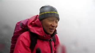 登高山真的要看運氣...三天兩夜都是溼答答的天氣...氣溫最低是兩度下冰...