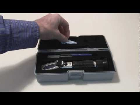 Refractometer RF15 with Automatic Temperature Compensation (0-32 Brix)
