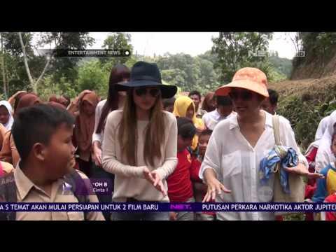 Cerita Cinta Laura Raih Karir Cemerlang di Negeri Paman Sam Mp3