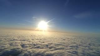 Красивый полёт над облаками