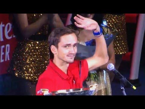 Российский теннисист Медведев поблагодарил жену за победу на турнире АТР
