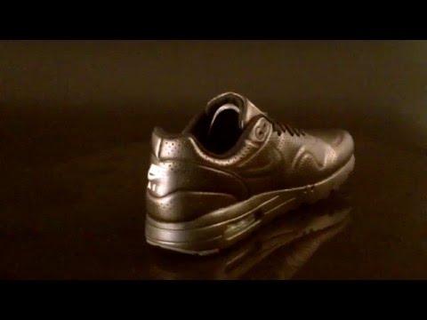 nike-air-max-1-ultra-moire-sneaker-metallic-gold-black-enml-green-705297