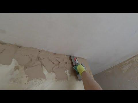 Выравниваем шпаклевкой углы стен (под потолком). Выводим под правило строительное.