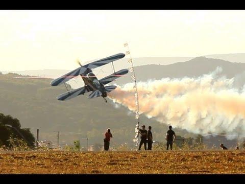 Skip Stewart flying Pitts S-2B - Aerorock Pará de Minas -Brasil