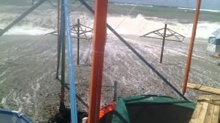 Шторм в Ольгинке 21.06.14(Стихия.... Позже все раздевалки и бассейн смыло в море....., 2014-06-23T08:41:22.000Z)