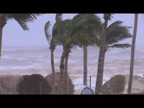 Cyclone Batters Oman, Yemen; Kills At Least 5