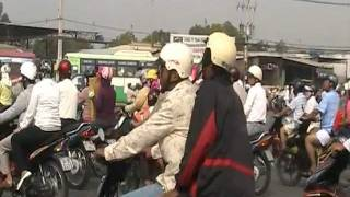 Xe cộ trên đường phố Sài gòn   -   Saigon streets