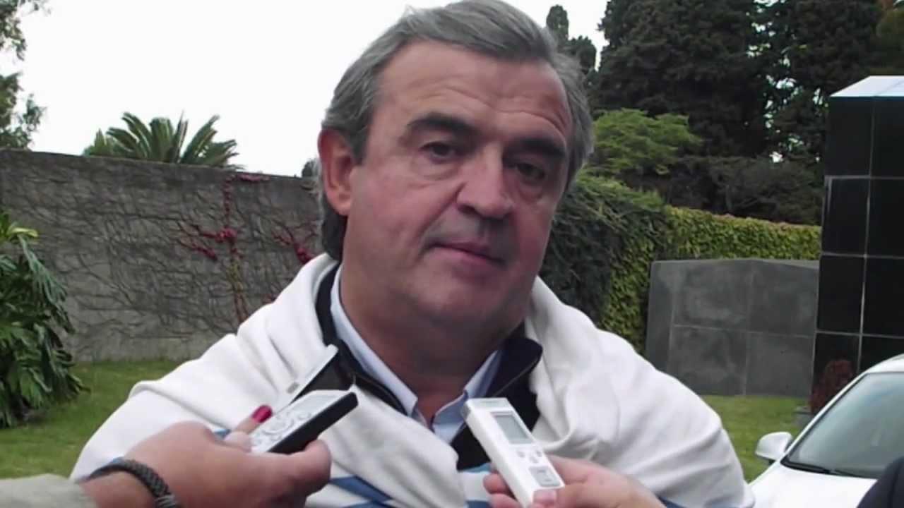 Download Larrañga en el cementerio homenajenado a Wilson
