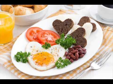 Завтрак любимым в День Святого Валентина. Очень просто .