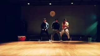yg dancer dance practice with ex yg trainees