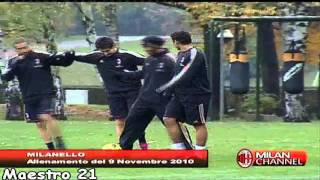 Ronaldinho Funny Training [ Imitating Ibrahimovic ] With Robinho Pato T.Silva - 09/11/2010