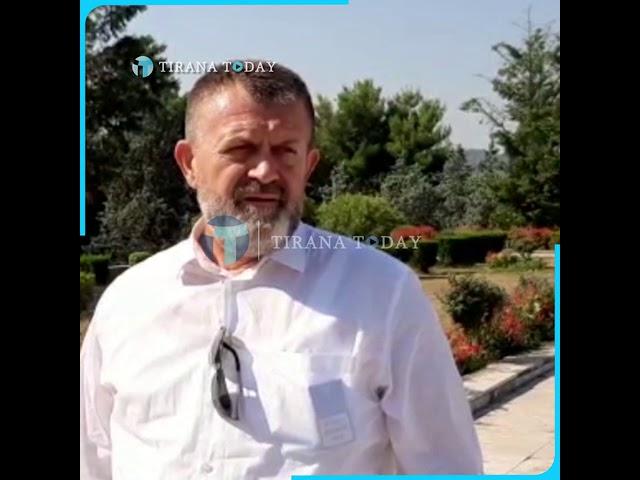 """Përkujtohet 22 vjetori i vrasjes së Azem Hajdarit, homazhe te varrezat """"Dëshmorët e Kombit"""""""