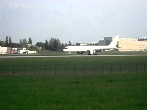 Flughafen Dresden - Vim Airlines am 30.04.2011