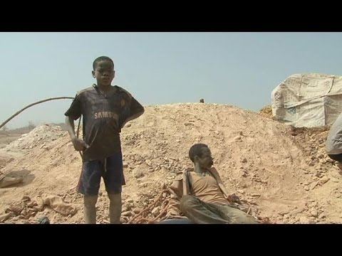 Children risk their lives for gold in Burkina Faso